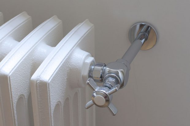 Detail ventilu Anuova na retro litinovém radiátoru Biaxo. foto Laurens Czech republic