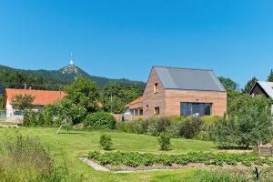 Jednoduše, pragmaticky a prostě: Levný malý dům s maximálním efektem