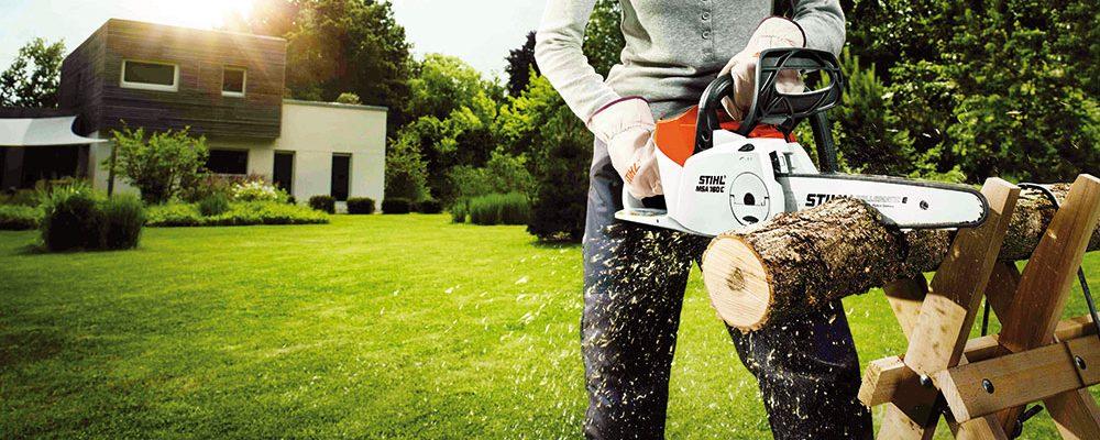 Topíme dřevem: Jakými přístroji si usnadníte pořízení zásob?