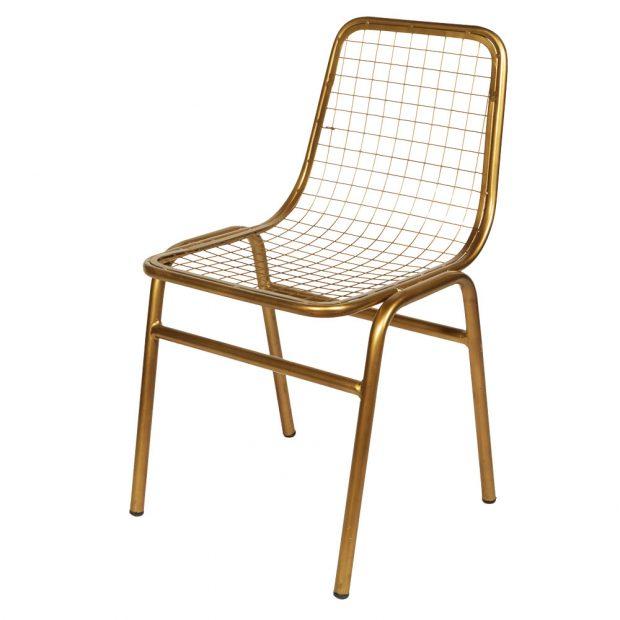 Zlatá kovová židle, železo s povrchovou úpravou, trubky a drátěný výplet, šířka 48 cm, hloubka 45 cm, výška 83 cm, 4 500 Kč, www.lepatio.cz
