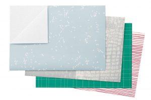 Základem úspěchu je krásný balicí papír, třeba vzeleném, červeném, bílém nebo šedém odstínu. Od 49 Kč pořídíte na www.papelote.cz FOTO PAPELOTE