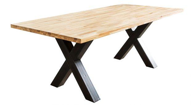 Jídelní stůl Wotan, masív – dub, kov, 200 × 75 × 100 cm, 30900 Kč, www.deflee.cz