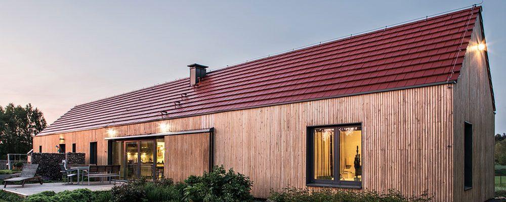 Jednopodlažní pasivní dům odkazuje k typickému venkovskému osídlení