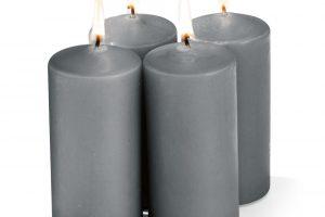 Adventní svíčky šedé prodává Kik od 25 Kč za kus.