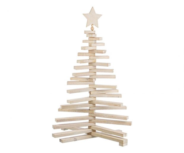 Vánoční stromek může být izcela netradiční, třeba vpodobě dřevěné rozložitelné konstrukce. FOTO WESTWING
