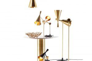 Kolekce lampiček Beat od Toma Dixona, inspirovaná tradičními nádobami indického subkontinentu, je vyrobena zručně tepané mosazi. Stojací lampu můžete natáčet vkloubu anasměrovat, kam potřebujete. Rozměry stojací lampy 168 x 59 cm, rozměry stolní lampičky 53 x 36 cm, zdroj E14, max. 42 W, cena od 14290 Kč, www.designville.cz.