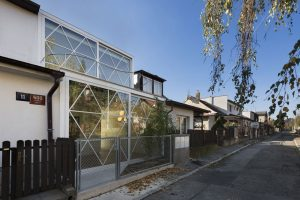 Čirý dům v Jinonicích: Ocelový skelet a sklo
