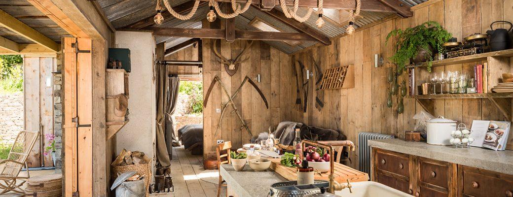 Krásně zrekonstruovaná chata: Rustikální půvab uprostřed přírody