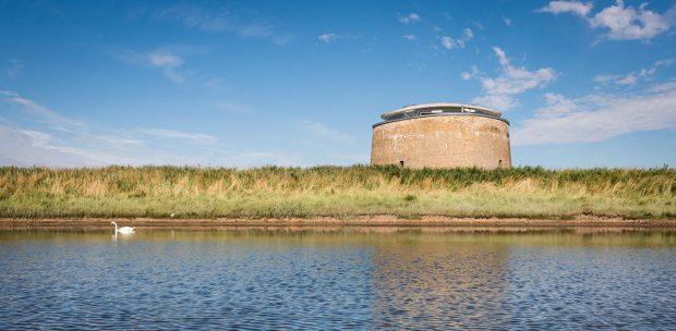 Ze 150 let opuštěné obranné věže je dnes unikátní bydlení