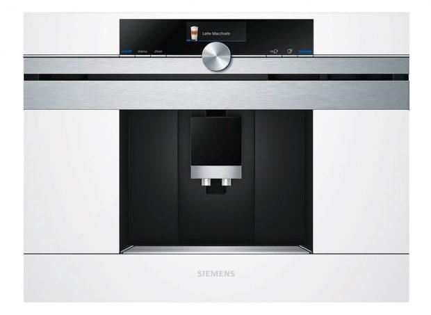 Siemens CT636LEW1, plně automatický vestavný kávovar, inteligentní ohřívač uvnitř kávovaru, dva procesy mletí proti hořkosti silné kávy, inteligentní mlýnek, připraví dva nápoje ve stejném čase, automatické parní čištění mléčného systému, 53 990 Kč, www.siemens-home.com/cz