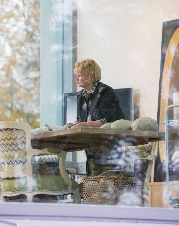 Anu Pentik zůstává nesmírně činorodá – dodnes je hlavní návrhářkou, ale iduší amotorem firmy. FOTO KAISA SIRÉN