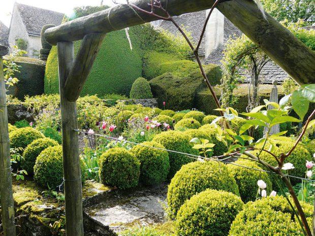 Kompozičně je třeba zahradu rozčlenit do více tematických celků. FOTO LUCIE PEUKERTOVÁ