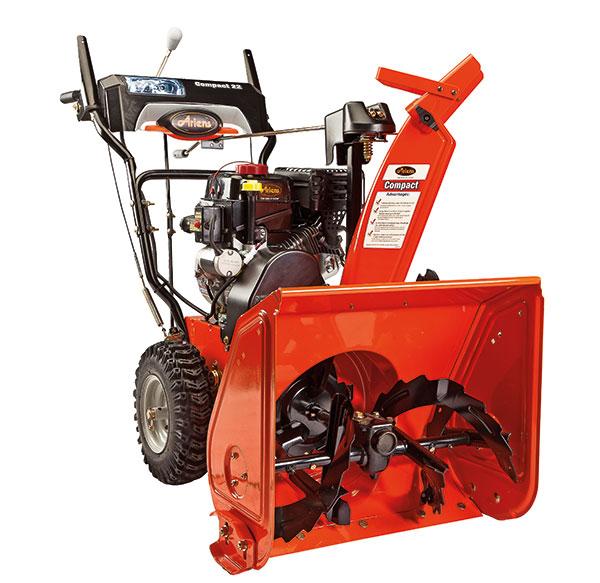 ARIENS COMPACT 22 E, sněhová fréza benzinová, dvoustupňová, typ motoru spalovací čtyřtakt, výkon 4,8 kW, potahovaná šířka 56 cm, objem nádrže 2,7 l, počet rychlostí 6 + 2 zpáteční, odházená hmota 686 kg/min, hmotnost 81 kg, 23 600 Kč, prodává Mountfield.