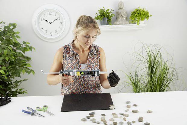 3. LEPENÍ Stejně, jako když skládáme puzzle, izde je třeba najít pro jednotlivé kamínky tu správnou pozici, aby ksobě co nejlépe pasovaly. foto: Möbelix