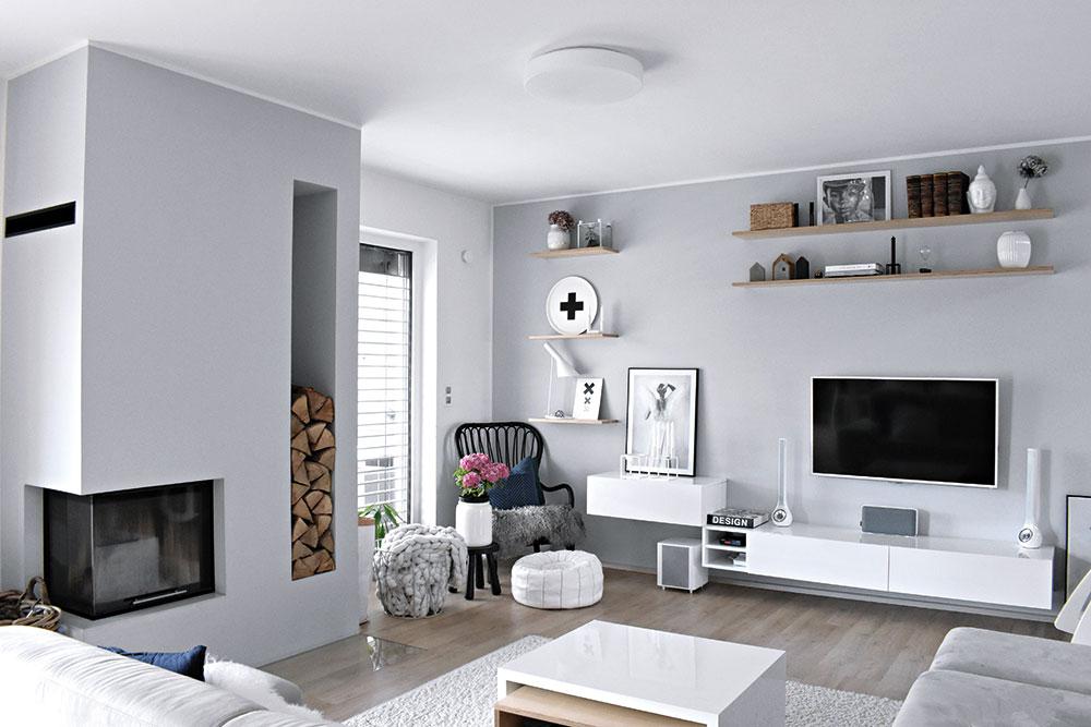 Vobývacím pokoji je umístěn konferenční stolek zlakovaného lamina apřekližky, opět dle návrhu paní majitelky. FOTO KLÁRA DAVIDOVÁ