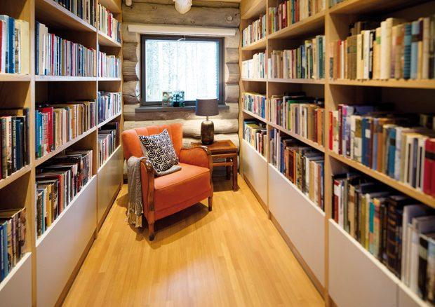 Srub stakovouhle knihovnou je snem nejednoho knihomola… FOTO KAISA SIRÉN