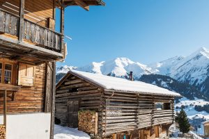 Obec Lumbrein se nachází vuzavřeném bočním údolí. Velké lyžařské středisko alanovky jsou vzdáleny kilometr, takže tu panuje klid avoní čerstvý horský vzduch. FOTO CHRISTIAN SCHAULIN