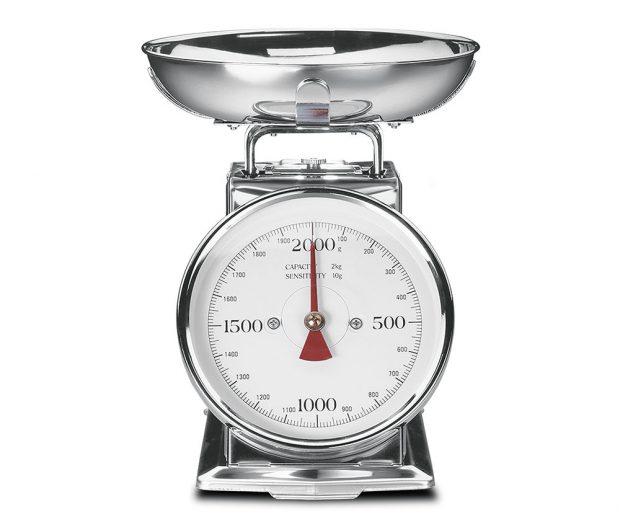 Gastroback 30102, kuchyňská váha analogová, retro design, nerezový povrch, maximální váha 2 kg, funkce dovažování, 999 Kč, prodává Datart.