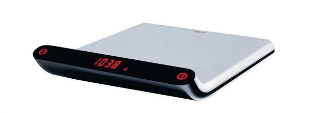 Alessi Giovannoni Kitchen Scale, elektrická kuchyňská váha, design Stefano Giovannoni, nerezová ocel, termoplast, 21 x 5 x 23,5 cm, 4 466 Kč, www.designpropaganda.cz
