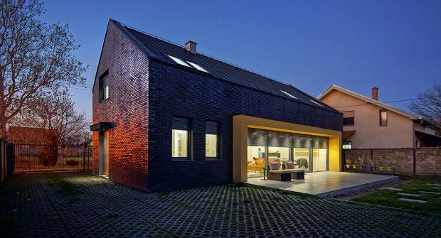 Prázdninový dům inspirovaný tradiční srbskou architekturou