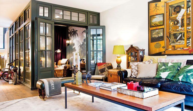 Vášnivý sběratel proměnil svůj industriální interiér ve starožitnictví