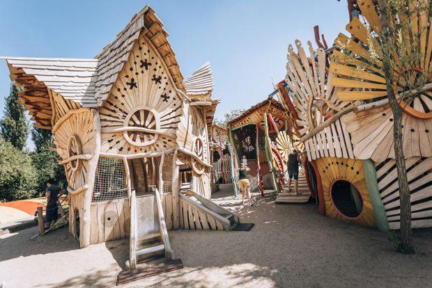 Dětská vesnička, soutěžící MIRAKULUM s.r.o.; Vítěz veřejného hlasování v kategorii Dřevěná hřiště – velká