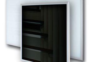 Sálavé skleněné panely Ecosun G jsou určeny především pro vytápění interiérů, ve kterých plní nejen funkci topidla, ale stávají se také významným designovým prvkem. Ideální jsou také jako vytápění pro nízkoenergetické domy (NED), ve kterých minimalizují již tak nízké náklady na vytápění. Panely jsou opatřeny karosáží stepelnou izolací, zamezující únikům tepla do konstrukce za topným panelem. Kromě omezovacího termostatu jsou také vybaveny univerzálními úchyty, umožňujícími montáž do vodorovné isvislé polohy. Panel se tak stává velmi univerzálním výrobkem, nabízejícím uplatnění vnejrůznějších aplikacích dle požadavků zákazníka. FOTO FENIX