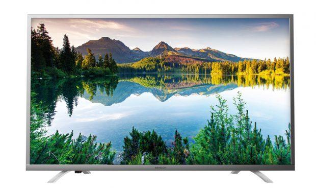 """Nová řada televizorů Sencor již umí dekódovat signál DVB-T2. Tři modely LED televizí SLE 55US500TCS, SLE 49US500TCS aSLE 43US500TCS sUHD rozlišením jsou vybaveny chytrým rozhraním Opera, se kterým zvládne intuitivně pracovat každý – sjeho pomocí můžeme prohlížet webové stránky, přehrávat videa, poslouchat hudbu nebo stahovat avyužívat aplikace či hry. Spodporou hybridního vysílání HbbTV lze také vybírat ke sledování pořady zarchívů televizních stanic. Tyto modely televizorů Sencor se liší prakticky jen úhlopříčkou obrazovky, první model má 139 cm (55""""), druhý 123 cm (49"""") atřetí 109 cm (43""""). FOTO SENCOR"""