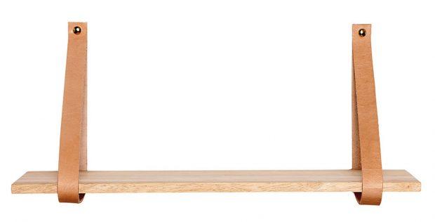 Zkuste něco netradičního. Třeba dřevěnou poličku zavěšenou na kožených páscích od dánských designérů Hubsch. Poličku o rozměrech 100 x 30 x 40 cm najdete na www.nordicday.cz