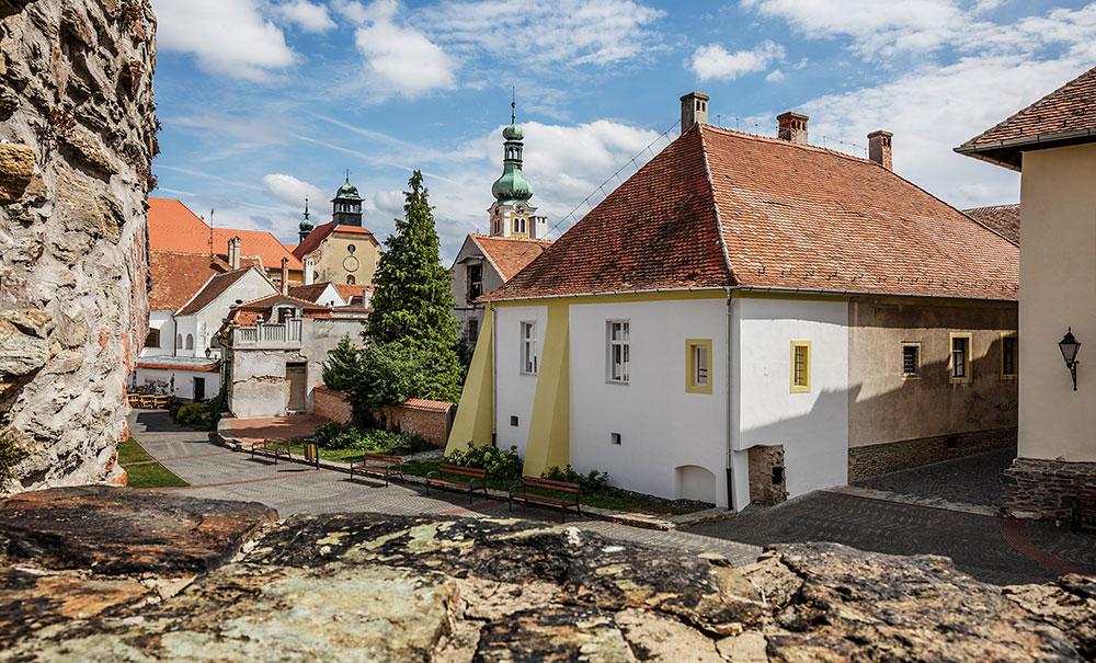 Charismatická rekonstrukce bytu v 400letém domě pod hradem