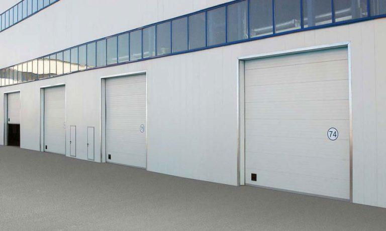 Rolovací garážová vrata jsou řešením pro menší prostory