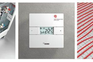 Plošné teplovodní vytápění od REHAU reguluje individuální teplotu vmístnosti - súsporou místa aenergeticky efektivně. Plocha se ohřeje apředává příjemné teplo vyzařováním rovnoměrně do prostoru. Místnost se tak sama stane topením. Teplá voda protéká trubkami REHAU zhustého high-tech materiálu aohřívá tím plochu, do které byly trubky instalovány. Důležitou součástí systému je tzv. rozdělovač topných okruhů – což je zařízení pro rozdělování tepla, které je umístěné na nenápadném místě buď na zdi, nebo vdecentní nízké skříňce. Vněm se rozděluje teplá voda podle požadavků. Teplotu, kterou si přejete, určujete individuálně vkaždé místnosti – pomocí prostorového termostatu NEA vušlechtilém designu ase snadnou obsluhou. Termostat řídí rozdělovač topných okruhů ařídí, kolik teplé vody proudí do položených trubek. NEA je kompatibilní se všemi typy plošného vytápění. FOTO REHAU