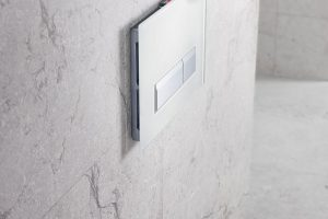 Ovládací tlačítko splachování Geberit Sigma40 s jednotkou pro odsávání zápachu. FOTO GEBERIT