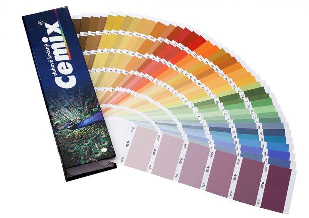 Omítku je možné probarvit do libovolného odstínu ze vzorníku Cemix Duhově krásný. Zdroj LB Cemix