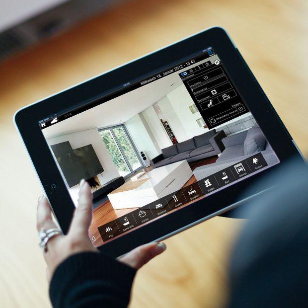 Ovládejte celou domácnost ze svého tabletu nebo chytrého telefonu zdroj Hager