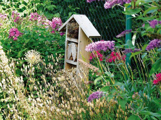 Hmyzí domky budou úspěšné jen v případě, že je umístíte na vhodné místo na zahradě. FOTO LUCIE PEUKERTOVÁ