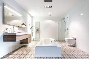 Koupelna Xeno 2 se sprchovacím WC Tuma. Foto Geberit