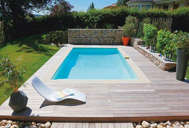 Obdélníkový bazén 7 x 3,5 m, se zapuštěným filtračním panelem Desjoyaux PFI, cena bez stavebních prací a bez DPH cca 260 000 Kč, www.desjoyaux.cz
