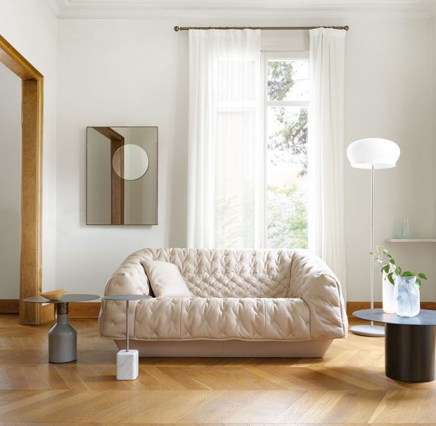 Pohovka Cover ( Ligne Roset), design Marei Christine Dorner, výplň pěna Bultex, snímatelný látkový potah, dřevěná konstrukce, 180 x 79 cm, cena od 95 260 Kč, www.ligne-roset-praha.cz
