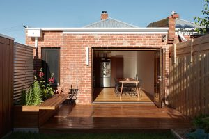Větší neznamená vždy i lepší: Malý a úzký dům vás o tom přesvědčí!
