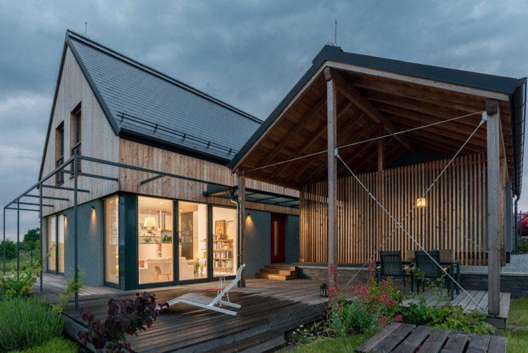 Pasivní dřevěný dům na větrném kopci