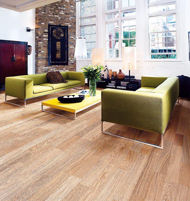 Dřevěná podlaha z kolekce Linnea Lodge od značky Kährs, dekor dub breeze, cena od 830 Kč, www.kpp.cz FOTO KÄHRS