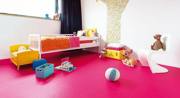 Ideální do dětského pokoje, snadno se udržuje ana výběr je ivjiných barvených variantách. PVC podlaha Blush Uni 556, tloušťka 2 mm, nášlapná vrstva 0,2 mm. www.breno.cz