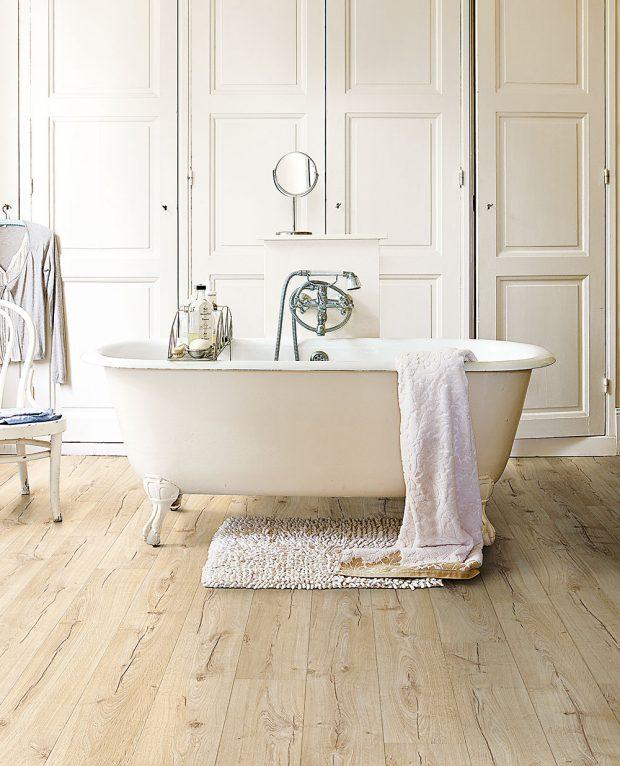 Vodoodpudivá vrstva Hydroseal zabraňuje vniknutí vody do drážek v podlaze, a tudíž ji můžete položit i v koupelně. www.quickstep.cz