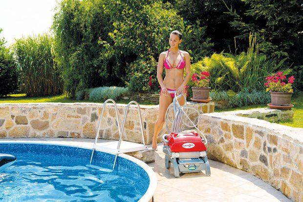 Robotický bazénový vysavač Galeon Med dokonale vyčistí nečistoty ze dna i stěn bazénu, je vhodný i pro hluboké bazény. Akční cena 24 900 Kč. www.mountfield.cz