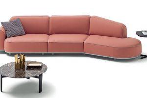 Modulární pohovka Arcolor (Arflex), design Jaime Hayon, látkový potah vmnoha barvených variantách, cena od 105 000 Kč, www.stockist.cz