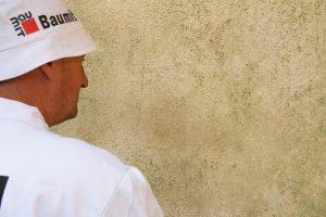 1. Před výběrem vhodné metody pro obnovu fasády je potřeba provést důkladný průzkum stavu povrchu.