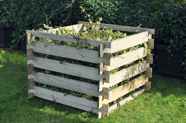 Dřevěný, tlakově impregnovaný kompostér 100 x 100 x 70 cm, cena 550 Kč, www.hornbach.cz