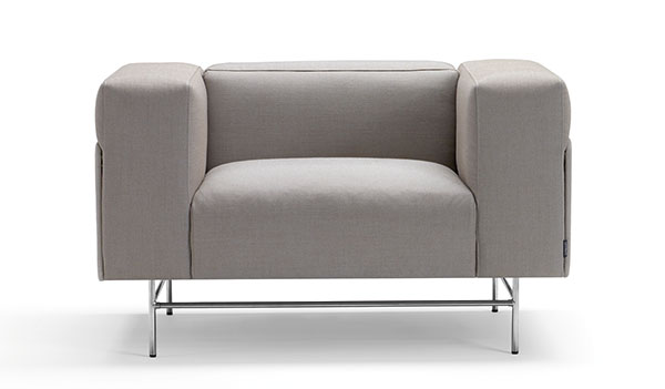 Křeslo Avignon (Offect), design Christophe Pillet, chromové nohy, potah látka nebo kůže, 110 x 66 x 90 cm, cena 81 500 Kč, www.designor.cz