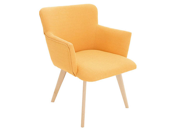Křeslo Doris Yellow, konstrukce březové dřevo akov, potah polyester, výplň pěna, 55 x 66 x 78 cm, cena 3 949 Kč, www.westwing.cz
